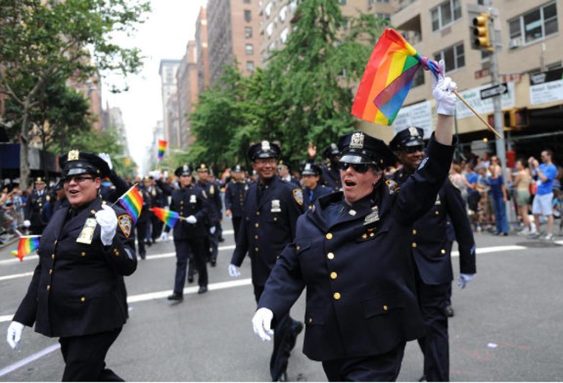 gal-gayparade-cops-jpg